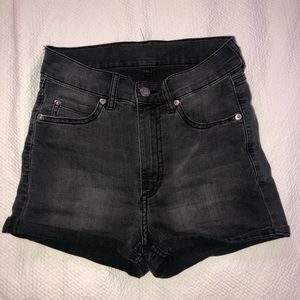 Short Skin black shade shorts